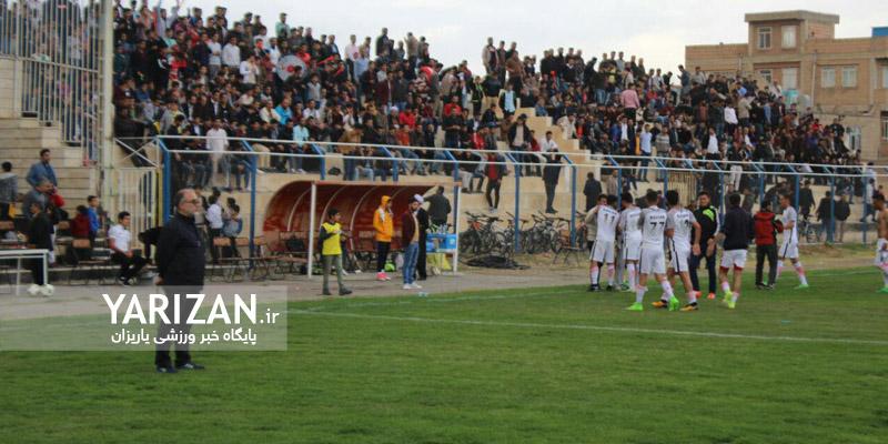 مرحله اول رقابت های فوتبال لیگ دسته سوم ایران در حالی برگزار می شود که رقابت برای کسب سهمیه صعود به مرحله بالاتر بسیار هیجان انگیز شده و تیم کاویان نقده یکی از بخت های اصلی حضور در مرحله بعدی به حساب می آید.