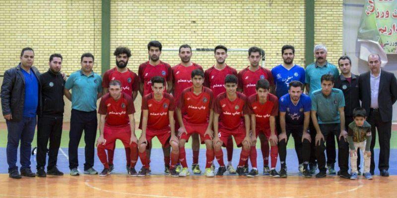 چاپ معلم سنندج که به عنوان نماینده کردستان در رقابت های فوتسال قهرمانی مناطق کشور به میزبانی آذربایجان شرقی حضور پیدا کرده بود موفق شد به مرحله دوم این رقابت ها صعود کند.