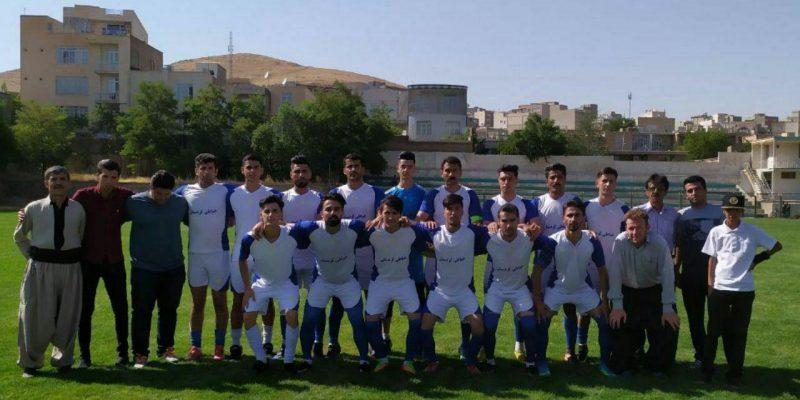 تیم تربیت سقز با اقتدار و بدون شکست قهرمان نیم فصل لیگ برتر فوتبال کردستان شد.