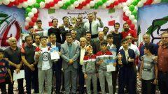 به گزارش یاریزان ؛ در پایان رقابت های المپیاد استعدادهای برتر بوکس کشور تیم استان کردستان بعنوان قهرمان این مسابقات معرفی شد.