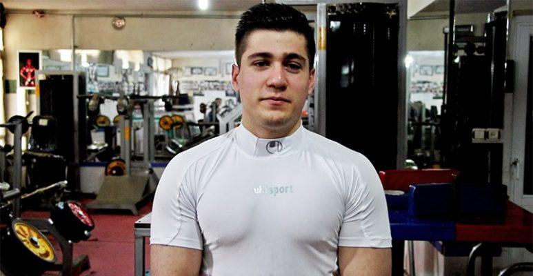 رییس هیات بدنسازی و پرورش اندام مهاباد گفت: سیداحمد سیدابراهیمی در مسابقات مچاندازی قهرمانی کشور با شکست حریف خود به مقام نخست دست یافت.