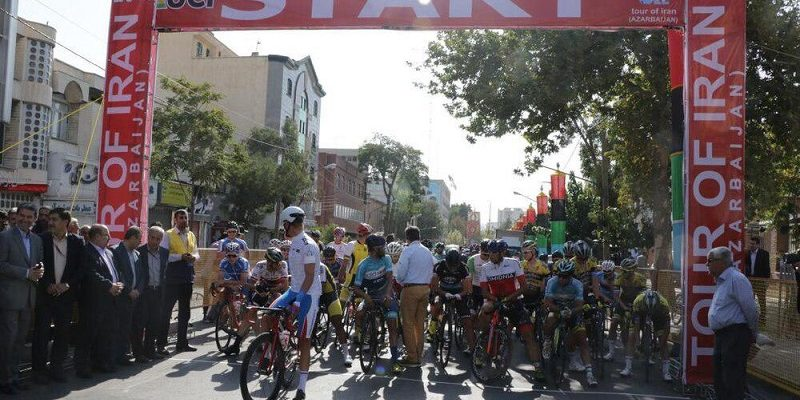 به گزارش یاریزان؛ رکابزن روسی در مرحله سوم سیوچهارمین دوره تور بین المللی دوچرخه سواری ایران در مسیر ارومیه به تبریز به عنوان نخست و پیراهن طلایی دست یافت.