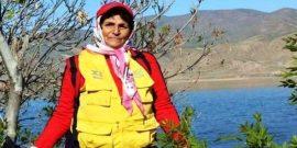 """به گزارش یاریزان؛ با تلاش نیروهای انتظامی و مردم محلی، جسد بی جان """" خدیجه خدیر"""" بانوی کوهنورد مهابادی و فعال محیط زیست پس از نزدیک به یک هفته از مفقود شدن ، پیدا شد."""