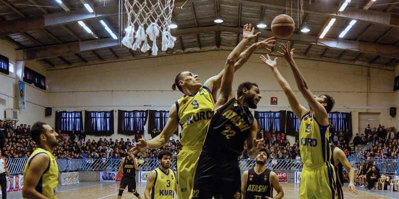 بلندقامتان تیم خانه بسکتبال کردستان در ادامه رقابت های لیگ دسته یک و در هفته سیزدهم در خانه خود مقابل تیم آتشی تهران متحمل شکست شدند.