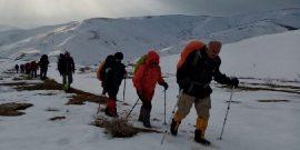 در جهت مبارزه با بیماری کرونا، کوهنوردان مهابادی هزینههای مراسمات نوروز امسال خود را به هیات امنای بیمارستان موقت این شهرستان اهدا میکنند.