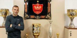 مدیران باشگاه پرسپولیس از سیدجلال حسینی بعنوان کاپیتان این تیم خواستند تا هم تیمیهای خود را در شرایط فعلی به آرامش دعوت کند.