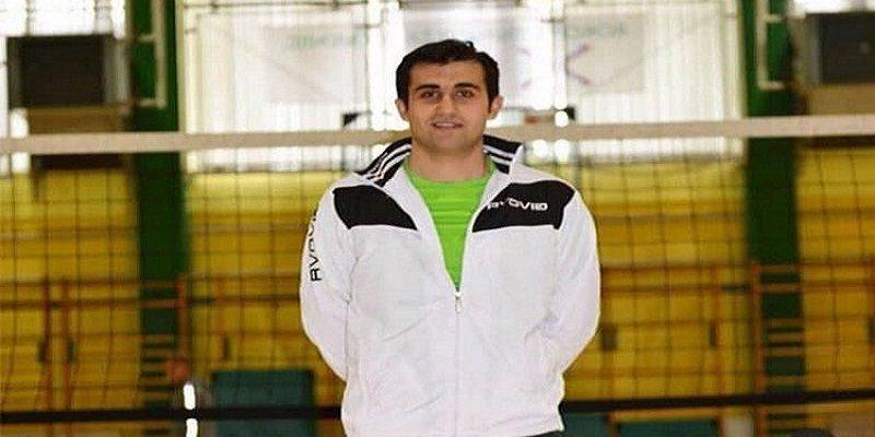 """آکو کریمی والیبالیست و مربی بینالمللی والیبال مهابادی به عنوان مربی به کادر فنی تیم لیگ برتری باشگاه """"ACH VOLLEY"""" کشور اسلوونی ملحق شد."""