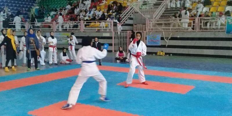 دختران ایلامی و کرمانشاهی در ۲ رده نونهالان و نوجوانان دومین دوره المپیاد استعدادهای برتر کاراته دختران کشور با کسب عناوین مختلف بر سکو ایستادند.