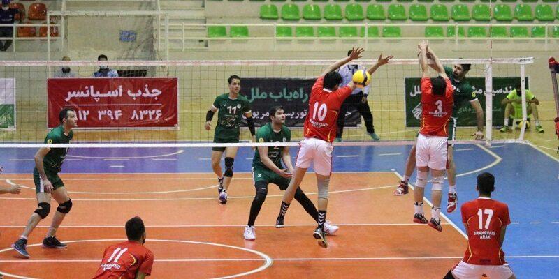 هفته چهارم لیگ برتر والیبال امروز با هفت دیدار در شهرهای اردکان، یزد، مریوان، تهران، آمل، ارومیه و گنبد پیگیری شد و با صدرنشین فولاد سیرجان به پایان رسید.
