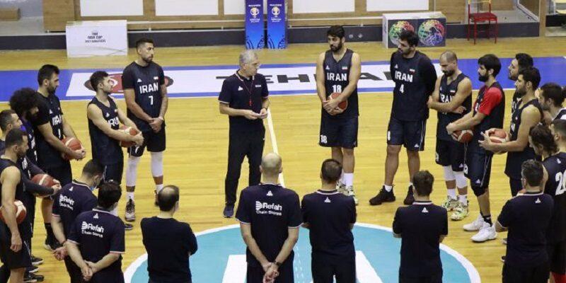 اردوی تیم ملی بسکتبال مردان ایران پس از منفی شدن تست کرونا بازیکنان و کادر فنی در سالن آزادی آغاز شد.