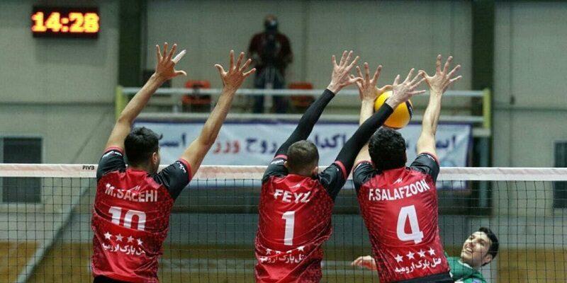 هفته دهم مسابقات والیبال قهرمانی باشگاههای برتر مردان ایران، امروز پنجشنبه با برگزاری شش دیدار در دو سالن خانه والیبال و فدراسیون در پایتخت به پایان رسید.