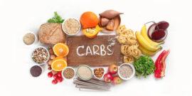 کربوهیدرات نقش مهمی در تامین انرژی دارد و تقریبا بیش از نیمی از انرژی روزانه ما را تامین میکند. قند های ساده شامل مونوساکاریدها و دیساکاریدها هستند. به دلیل این که ساختمان سادهای دارند خیلی سریع هضم و جذب میشوند و قند خون را به سرعت افزایش میدهند. قند و شکر، مربا، عسل، شربت، نوشابه، آبمیوه و میوه حاوی قندهای ساده هستند. کربوهیدرات پیچیده انواع نان، برنج، ماکارونی، سیب زمینی، حبوبات و غلات سبوس دار را شامل می شود. کربوهیدرات پیچیده برخلاف کربوهیدرات ساده با سرعت کمتری هضم و جذب میشود و قند خون را به تدریج تامین میکند. بنابراین منبع پایدارتری برای تامین قند خون است.