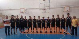 به گزارش یاریزان؛ رقابت های بسکتبال لیگ نخبگان زیر 18 سال کشور با حضور تیم های کردستان، ایلام و کرمانشاه طی روزهای 30 و 31 تیرماه به میزبانی سالن تختی شهر کرمانشاه برگزار شد و بسکتبالیست های کردستانی با نتیجه 103 - 61 تیم کرمانشاه میزبان مسابقات و با نتیجه 103 - 67 تیم بسکتبال ایلام را شکست دادند. گفتنی است؛ با اعلام فدراسیون بسکتبال دور برگشت این مسابقات مردادماه به میزبانی استان کردستان و در شهر سنندج برگزار خواهد شد و در پایان 2 تیم به مرحله بعدی صعود می کنند. رقابت های بسکتبال لیگ نخبگان زیر 18 سال کشور با حضور 32 تیم در هشت منطقه (چهار تیم در هر منطقه) برگزار می شود و نماینده کردستان در منطقه شش با تیم های کرمانشاه، ایلام و همدان هم گروه است که با انصراف تیم هیات بسکتبال همدان، مسابقات منطقه شش با حضور سه تیم ادامه خواهد داشت.
