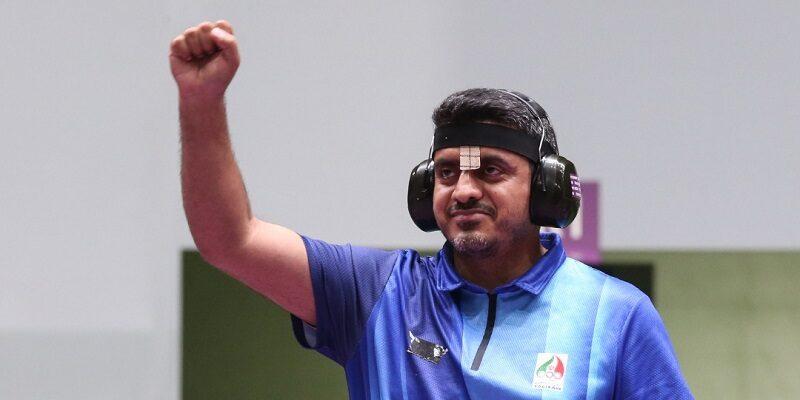 به گزارش یاریزان؛ در ادامه روز نخست مسابقات تیراندازی بازی های المپیک توکیو تنها نماینده کشورمان جواد فروغی در ماده تپانچه بادی آقایان در برابر 36 ورزشکار از سراسر جهان به رقابت پرداخت که در نهایت با کسب 580 امتیاز به عنوان نفر پنجم راهی فینال شد. در این ماده نمایندگان کشورهای، هند، چین دو ورزشکار، آلمان، اکراین، ایران، کره جنوبی و صربستان به ترتیب در فینال حضور داشتند. فینال تپانچه بادی آقایان در حالی پیگیری شد که جواد فروغی ملی پوش ایلامی کشورمان توانست با پشت سر گذاشتن حریفان جهانی به عنوان قهرمانی دست یابد و مدال طلای المپیک توکیو را بر گردن بیاویزد. در این ماده پس از ایران نمایندگان کشورهای صربستان و چین در جایگاه های دوم و سوم قرار گرفتند. سی و دومین دوره بازی های المپیک از 2 الی 11 مرداد در رشته تیراندازی با حضور 356 ورزشکار از 101 کشور جهان در حال برگزاری است.