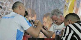 به گزارش یاریزان؛ رقابت های مچ اندازی قهرمانی رده های مختلف آسیا از روز پنجشنبه 28 مردادماه به میزبانی شهر آلماتی در کشور قزاقستان آغاز به کار کرد. در پایان روز نخست این رقابت ها و در بخش مسابقات رده سنی پیشکسوتان پرویز زارعی ورزشکار شایسته کردستانی که در قالب تیم ملی مچ اندازی کشورمان به این مسابقات اعزام شده است، توانست در 2 بخش دست راست و دست چپ سکوی سوم را تصاحب و به 2 مدال برنز دست پیدا کند. گفتنی است؛ مسابقات مچاندازی قهرمانی آسیا با حضور 500 ورزشکار از 12 کشور از روز 28 مرداد به میزبانی شهر آلماتی در کشور قزاقستان آغاز و تا سوم شهریورماه ادامه خواهد داشت.